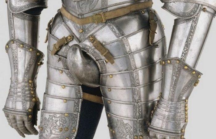 Гульфик защищал рыцарскую честь и достоинство, а вот для пописать приходилось терпеть. |Фото: fishki.net.
