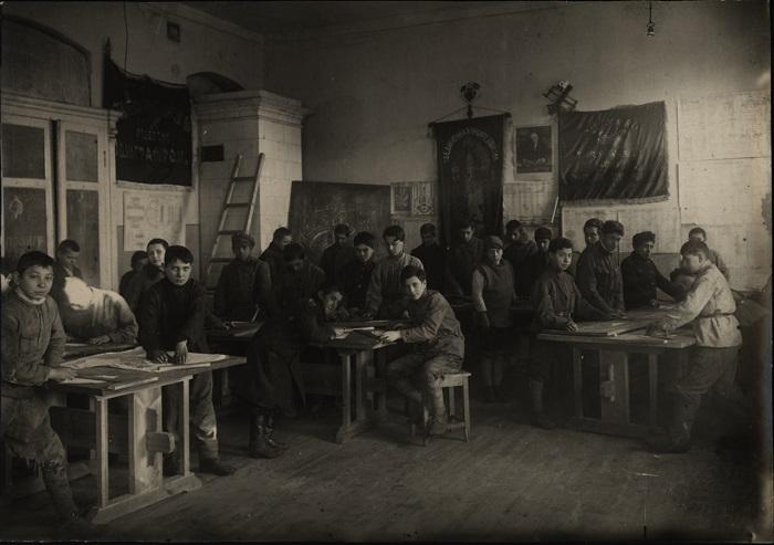 Урок черчения, 1925 год.
